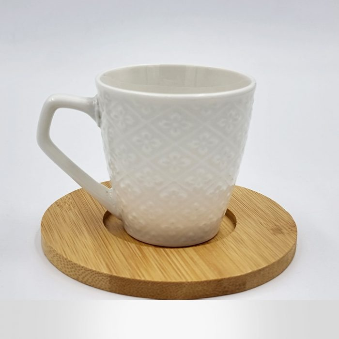 Ceramic tea cup set with bamboo base - white